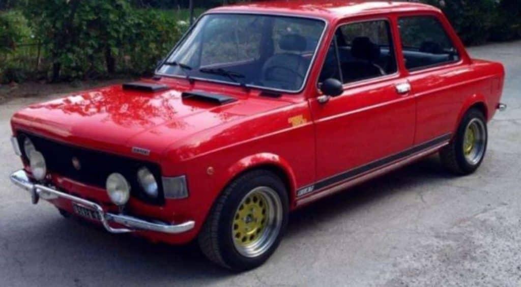 Fiat 128 Rossa- Avvistamento Milena- Magazine Il Biondino della Spider Rossa – ProsMedia – Agenzia Corte&Media
