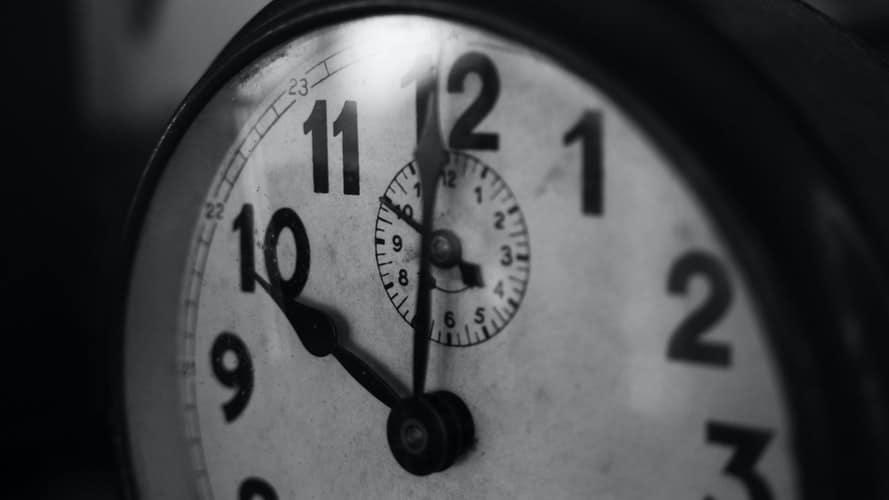 orologio-Tokyo Express-Adelphi-libro-Magazine Biondino della Spider Rossa - ProsMedia - Agenzia Corte&Media – photo by Tristan Colangelo